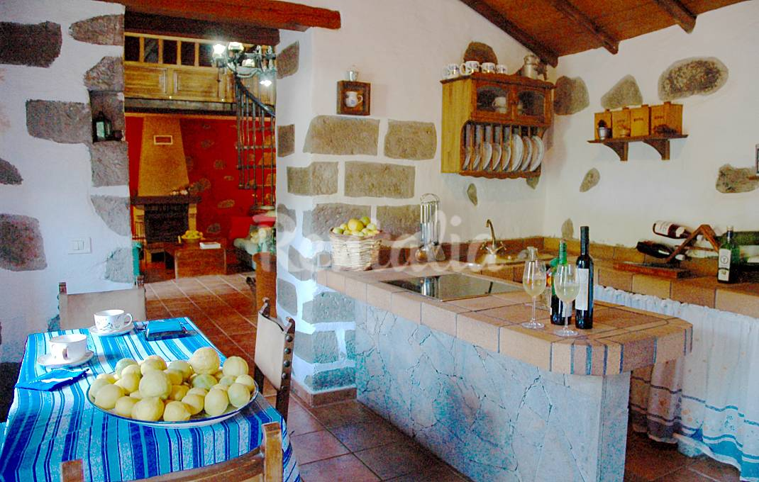 Casas en la monta a en venta idealista news for Casa de campo con piscina privada