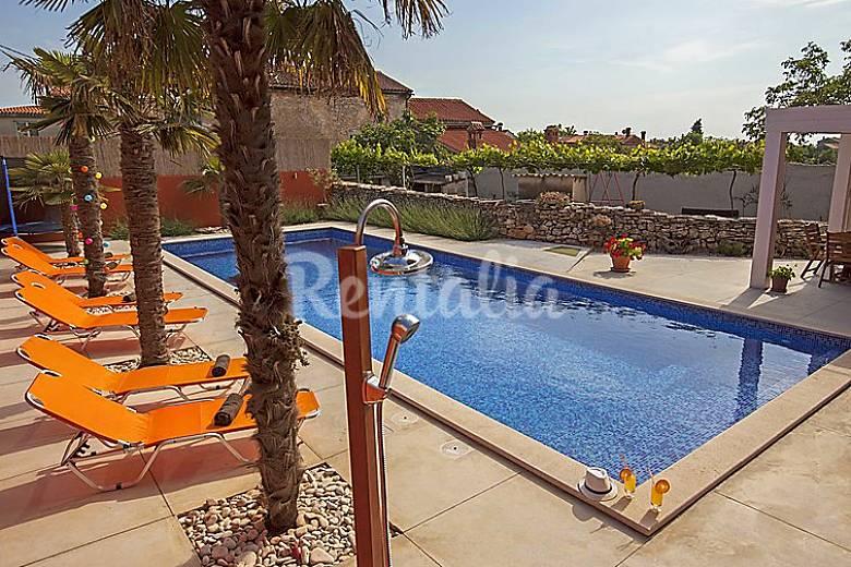 Casa en alquiler con piscina cukrici svetvincenat istria for Alquiler casa con piscina