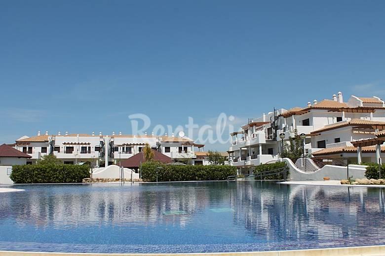 Chiclana apartamentos 500m playa barrosa piscina la for Piscinas chiclana
