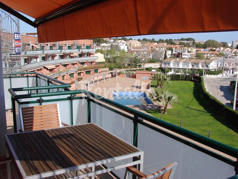 Apartamento de 2 habitaciones a 120 m de la playa for Apartamentos jardin playa larga tarragona