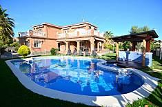 Chalet 10 personas, con jardín, piscina y WIFI Tarragona