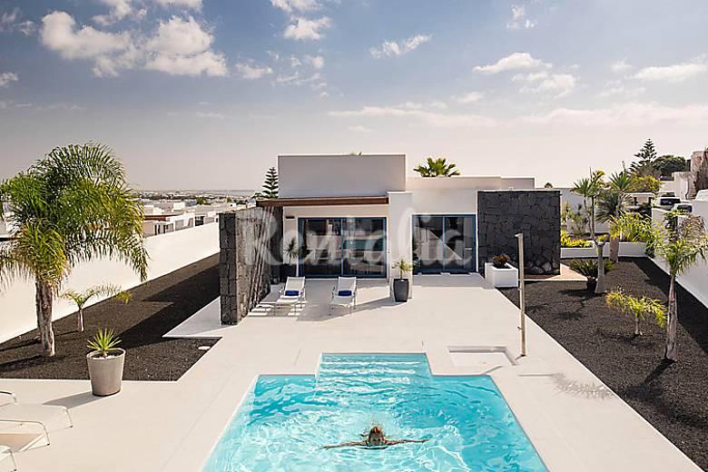 Casa en alquiler con piscina playa blanca yaiza for Alquiler casa con piscina
