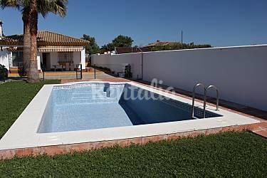 Chalet con 3 habitaciones y piscina en chiclana la for Piscinas chiclana