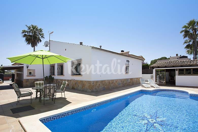 Hermoso casa con piscina privada para 8 personas badia for Casas con piscina mallorca