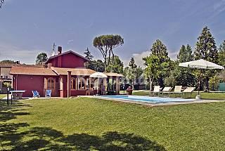 Elegante villa singola con giardino e piscina. Lucca