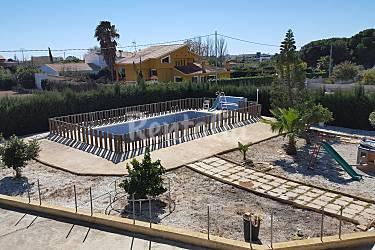 Villa para 9 10 personas a 1 8 km de la playa benicarl for Piscina benicarlo