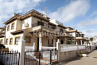 House area of ​​92m2 with a plot of 115m2 consisting of 3 bedrooms, 2 bathrooms in  Orihuela Costa. Alicante