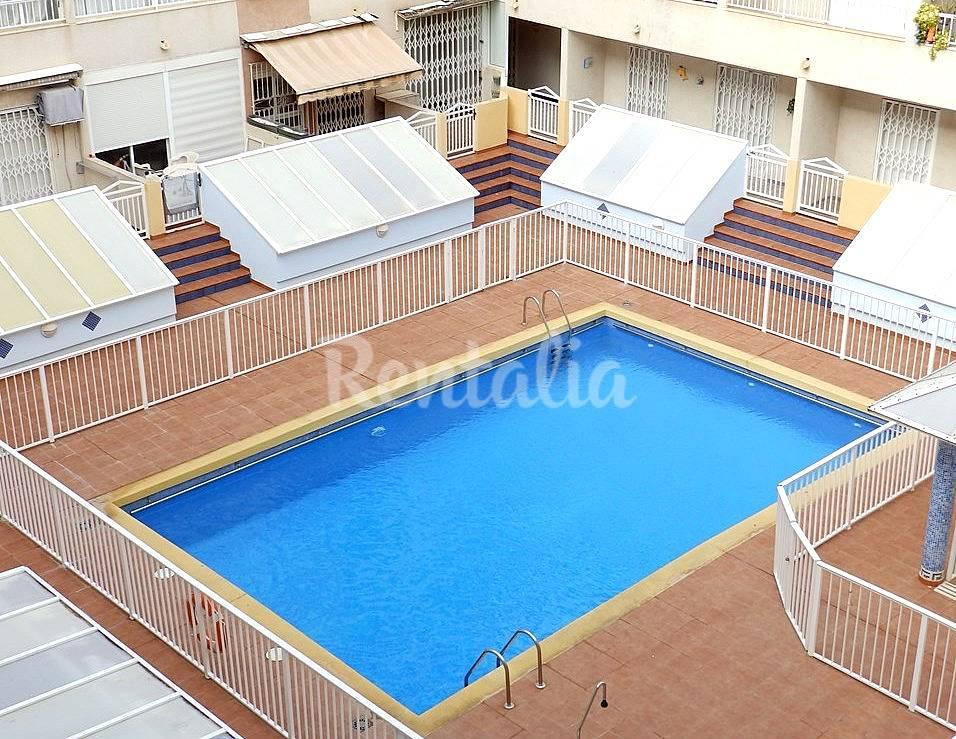 Se alquila apartamento de tres habitaciones en una casa for Casas rurales alicante con piscina