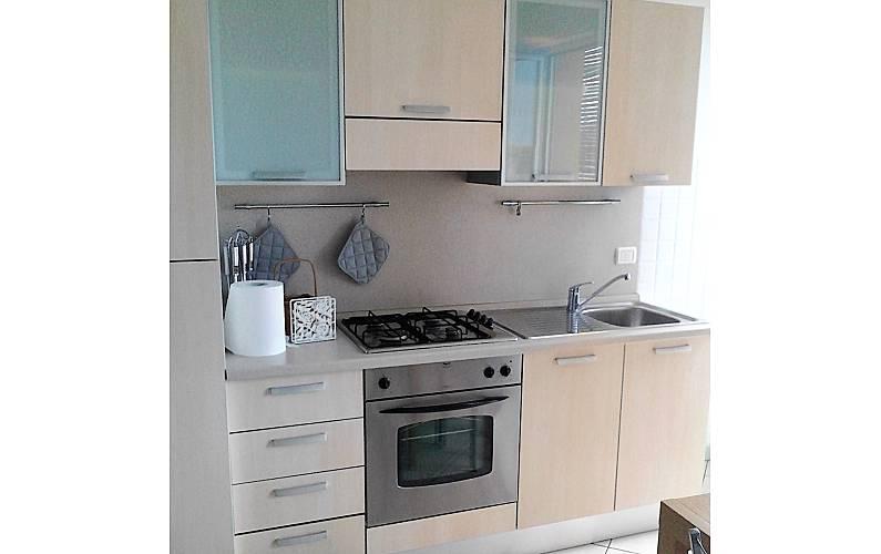Apartamento para 2 4 personas a 150 m de la playa - Ancona cocinas ...