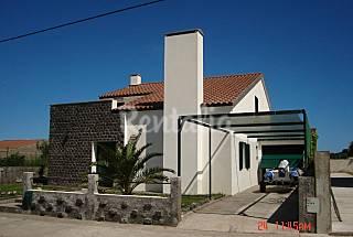 Maison pour 8-12 personnes à 500 m de la plage São Miguel