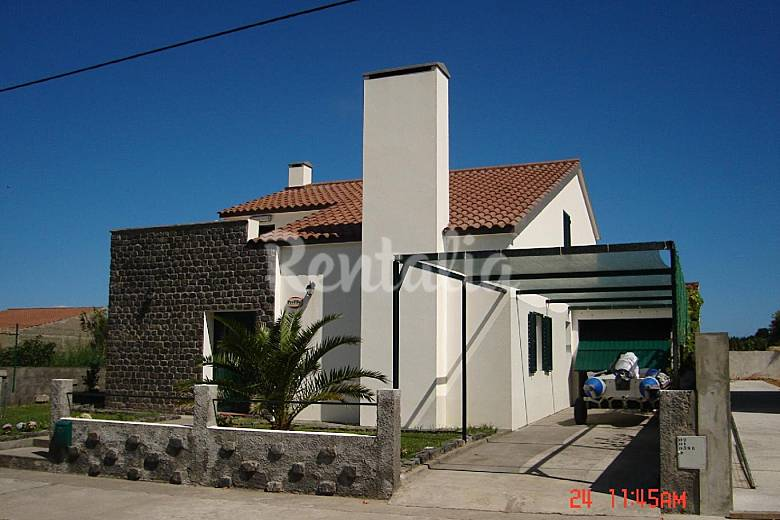 House for 8-12 people only 500 meters from the beach São Miguel Island