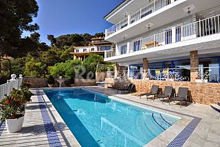 Villa for rent 2 km from the beach Girona