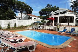 Villa with pool, near the beach, 10 adults Lisbon