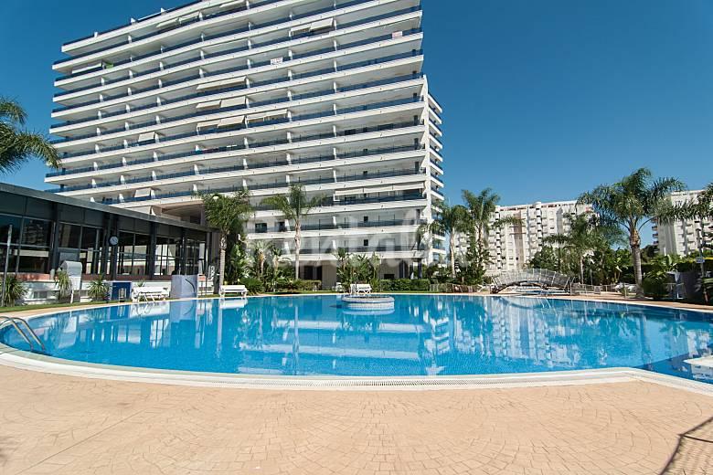 Ag apartamentos de lujo con wifi a a piscinas gandia for Apartamentos con piscina en valencia