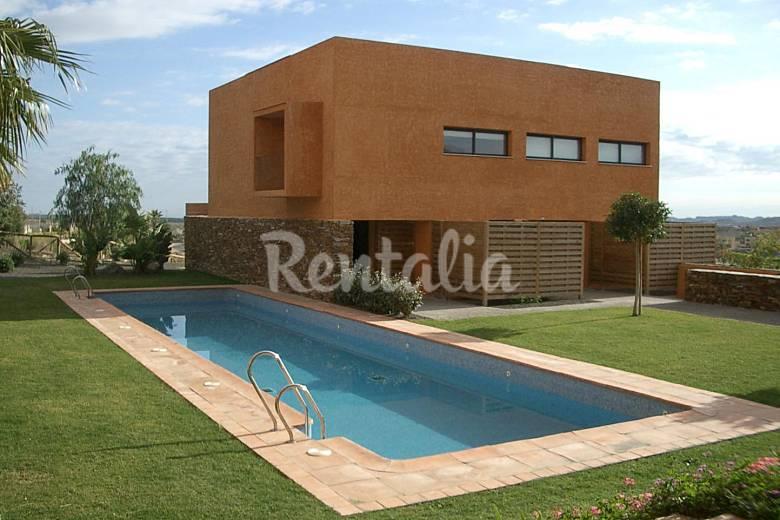 Casa 8 pers piscina y jard n en campo de golf vera for Imagenes de casas con jardin y piscina