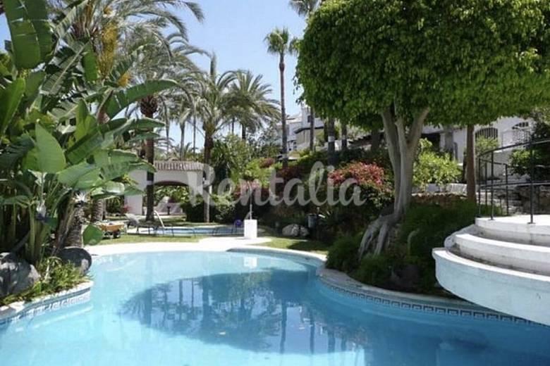 Apartamento para 5 7 a 50 m de playa elviria marbella for Piscina publica malaga