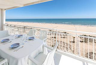 Apartment for 6 people on the beach front line Valencia