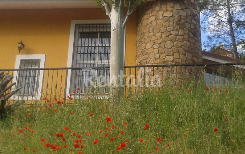 Villa en alquiler en madrid robledo de chavela madrid for Villa jardin lanus oeste