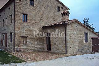 Countryhouse in the center of Italy Macerata