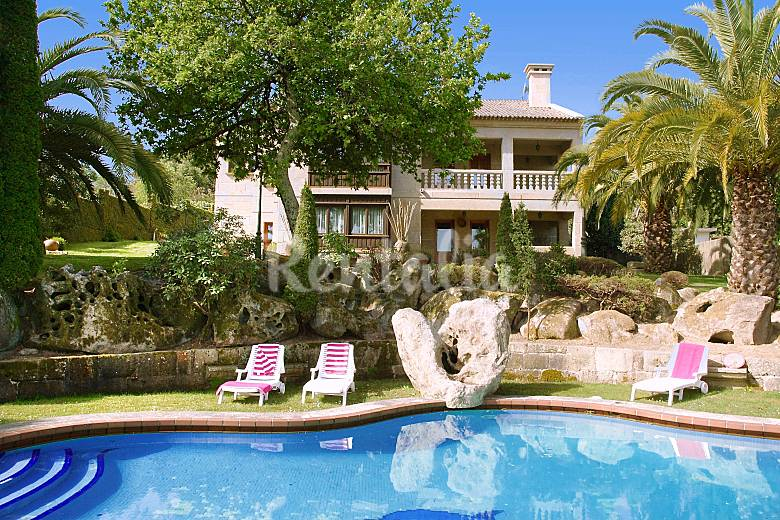 casa con tenis y piscina privada a 3km de la playa