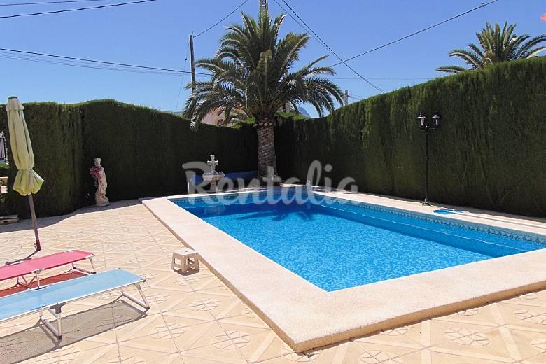 Villa con piscina privada cerca de playa en calpe calpe for Piscinas calpe