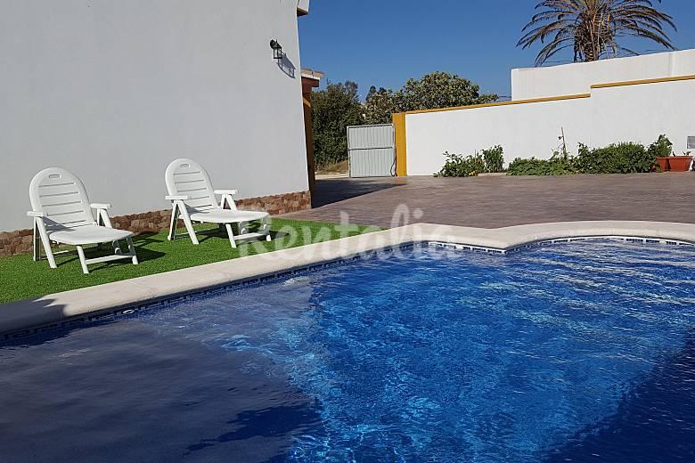 Bonita casa rural con piscina a 2 km del pueblo casa de for Casas con piscina jerez de la frontera