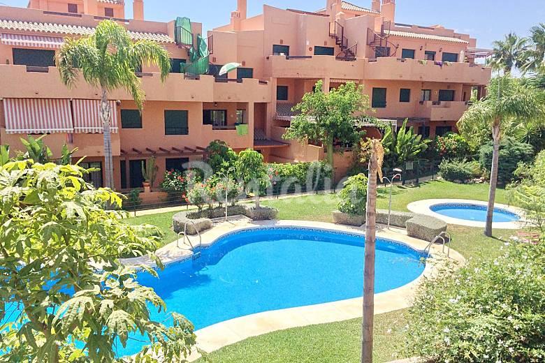Apartamento para 4 personas a 500 m de la playa torre for Apartamentos en torre del mar con piscina
