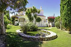 House with 4 bedrooms only 300 meters from the beach Algarve-Faro