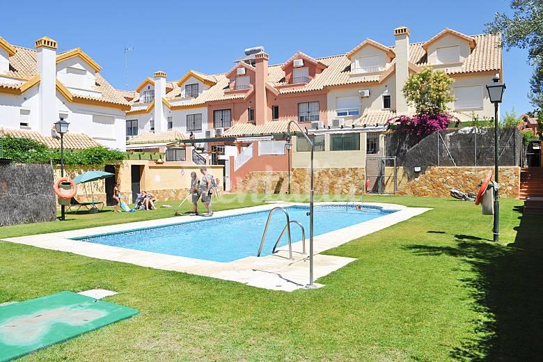 Casa para 8 personas a 300 m de la playa las redes el for Piscina municipal el puerto de santa maria