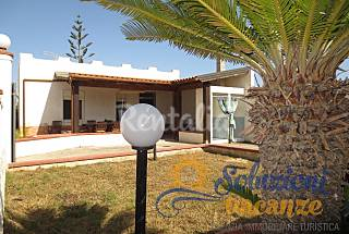 Villa for 6 persons to 350 mt from the sea Syracuse