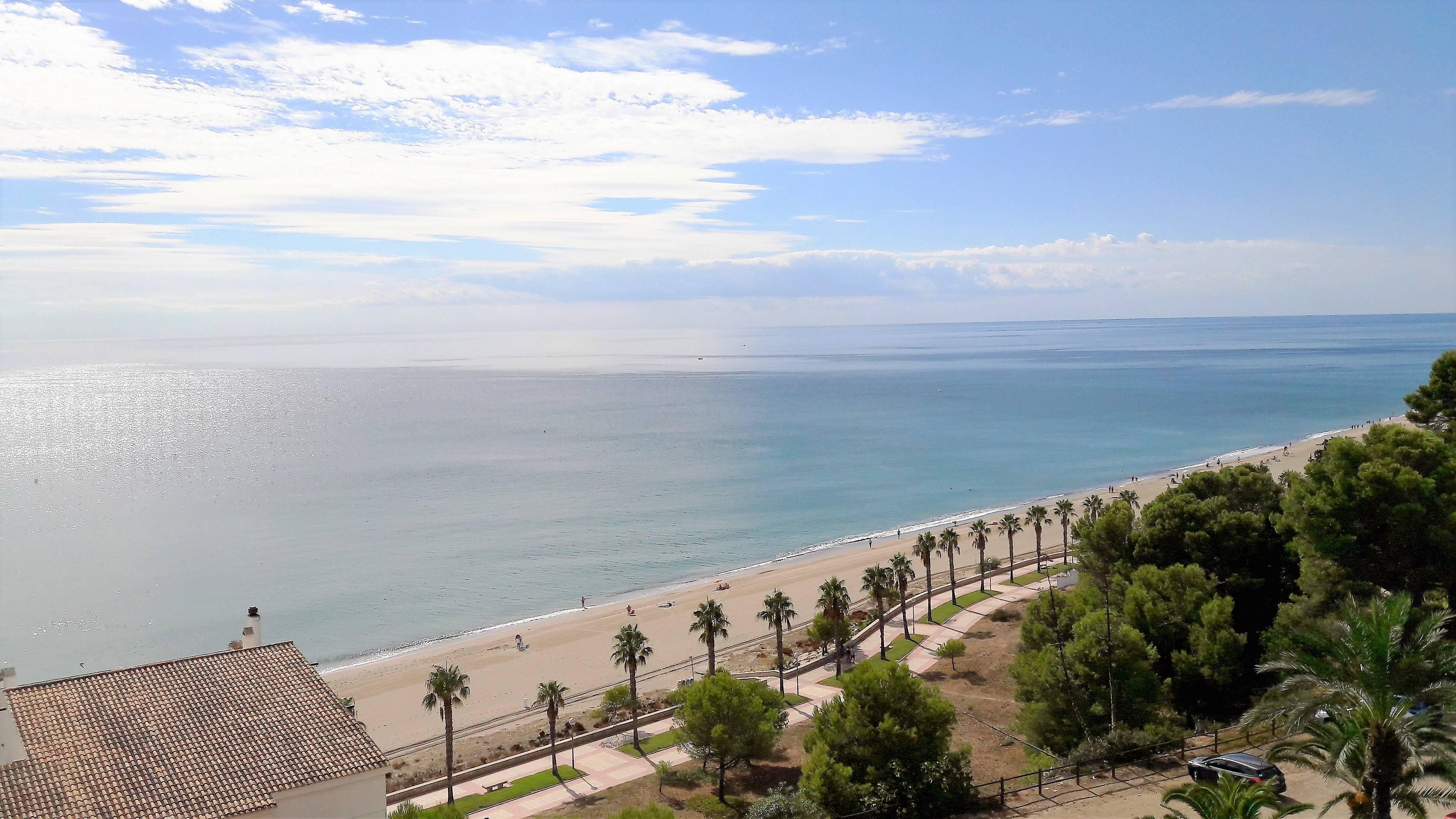 Apartamento en alquiler a 50 m de la playa miami playa for Apartamentos jardin playa larga tarragona