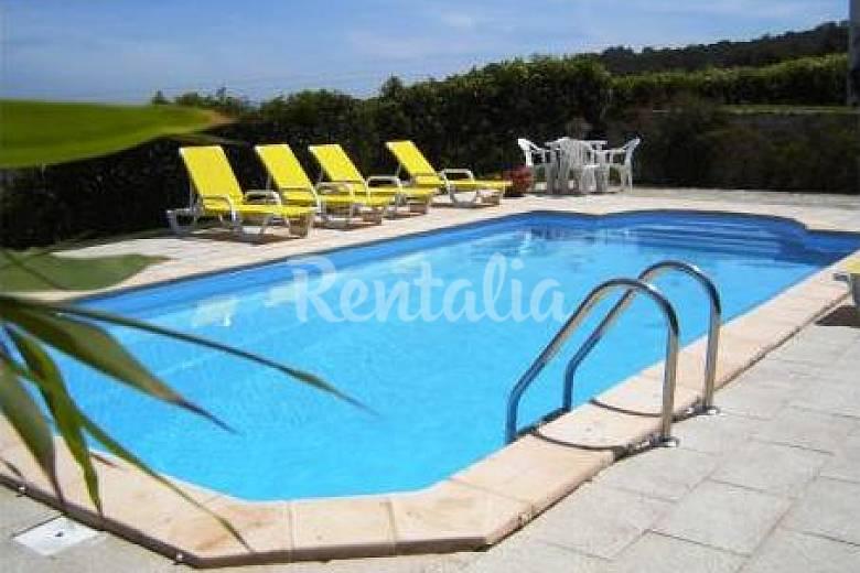 Casa jard n piscina caliente 2 km de la plage colares for Como limpiar una piscina despues del invierno
