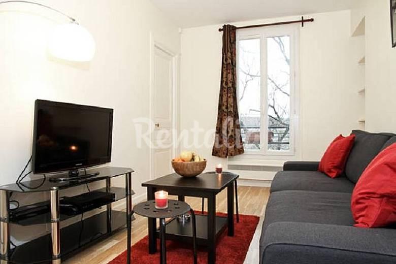 wohnung f r 4 personen in paris paris 18e paris paris. Black Bedroom Furniture Sets. Home Design Ideas
