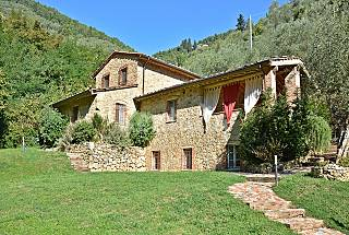 Country villa with pool, garden and terrace Lucca