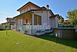 Beautiful villa with private garden and pool. Lucca