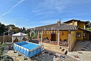 Villa bifamiliare con terrazza e piscina. Lucca