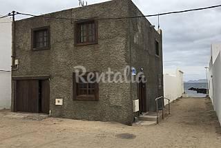 Casa Yuyi. 2 plantas. A 20 m. de la playa Lanzarote