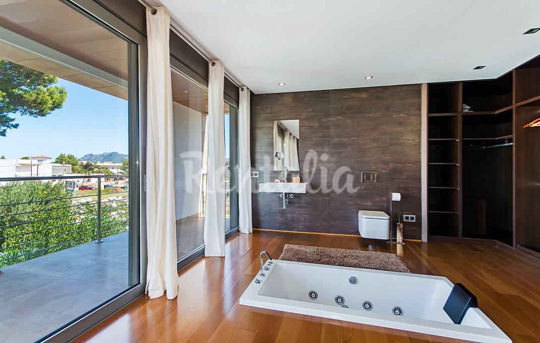 villa moderna con piscina privada a 50m del mar Mallorca