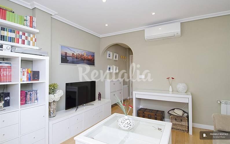 El apartamento puerta de america terrace en madrid for Licencia apartamento turistico madrid