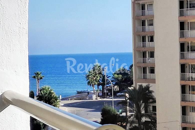 Apartamento con piscina y vistas mar a 100m playa calpe for Apartamentos con piscina y playa
