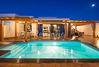 4 habitaciones 4 baño piscina climatizada Wifi Lanzarote