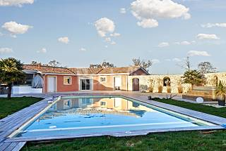 Large and elegant house with pool Gironde