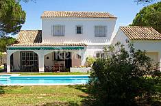 Chalet grande con 5 dormitorios y piscina Cádiz