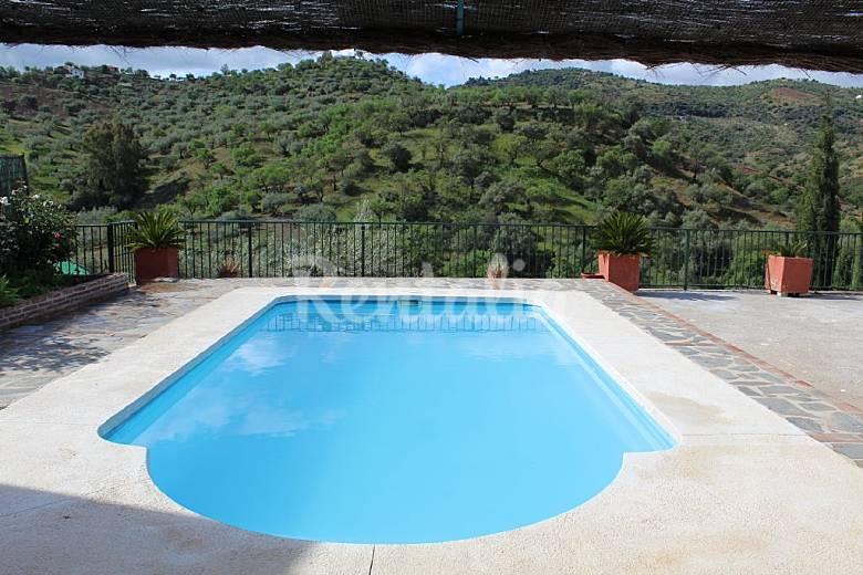 Villa de 2 habitaciones en guaro guaro m laga parque for Piscina publica malaga