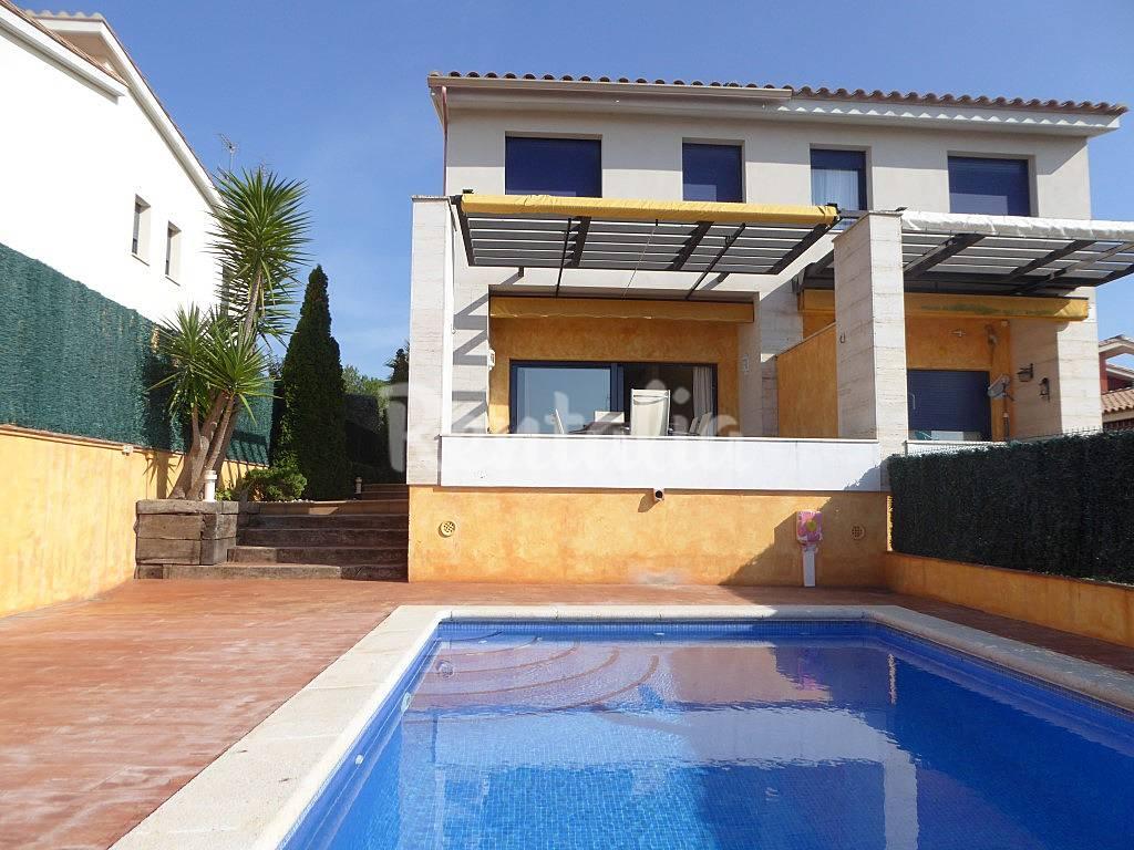 Casa con gran terraza y piscina privada palam s girona - Piscina devesa girona ...