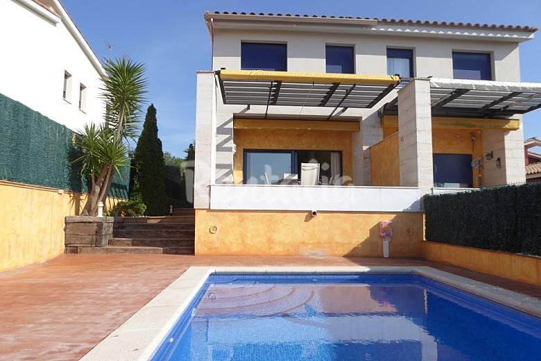 Terrasse Spacieuse : Spacieuse maison avec grande terrasse et piscine p