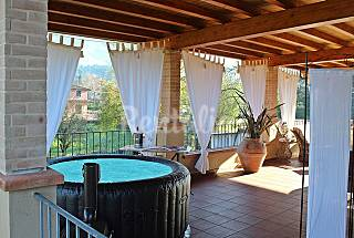 Elegant apartment with large terrace and hot tub. Lucca
