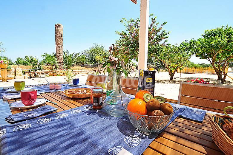 Casa en alquiler con piscina jornets sencelles mallorca for Casas con piscina mallorca