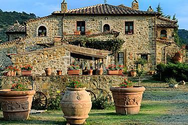 Villa para 13 personas con piscina seggiano pioltello for Piscina pioltello