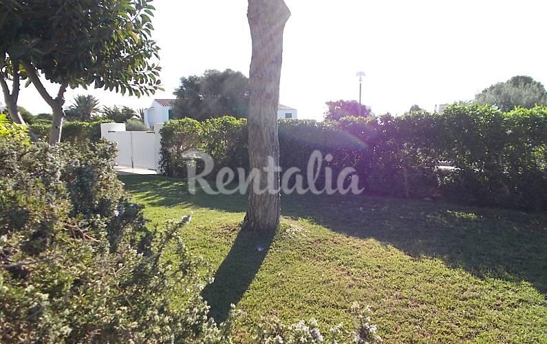 Villa de 3 habitaciones a 1000 m de la playa cala 39 n for Jardin hormiguita viajera villa bosch